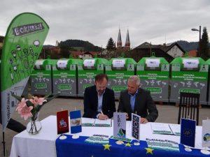 direktor-zeosa-in-zupan-smartno-pri-litiji-pri-podpisu-listine